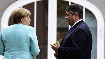 Канцлер Германии Ангела Меркель и вице-канцлер Зигмар Габриэль. 25 мая 2016