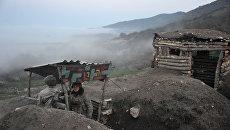 Карабахские военные армии обороны Нагорного Карабаха на первой линии обороны. Апрель 2016 года. Архивное фото