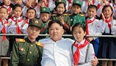 Cеверокорейский политический лидер Ким Чен Ын во время праздника 70-ти летия Союза детей Кореи