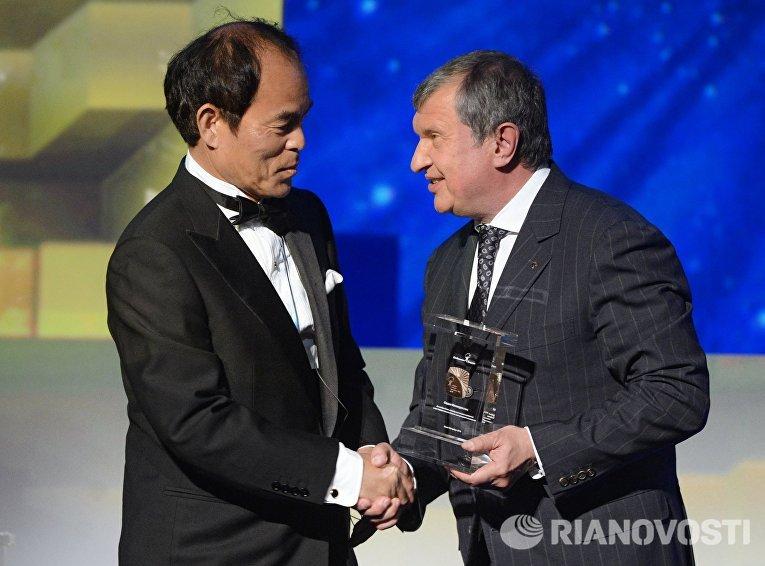 Церемония вручения премии Глобальная энергия в рамках ПМЭФ 2015