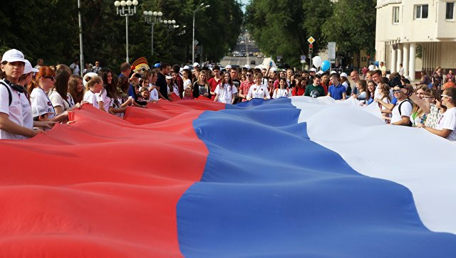 Каждый второй россиянин готов вывесить надоме флаг РФ— опрос