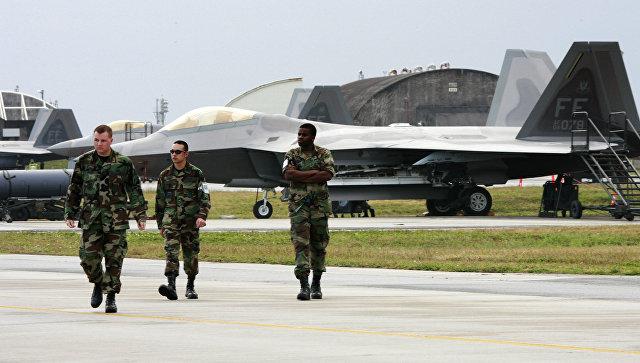 Американские военные на авиабазе Кадена, Япония