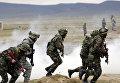 Солдаты вооруженных сил Азербайджана во время учений