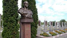 Памятник Николаю Кузнецову в Ровно, Украина. Архивное фото