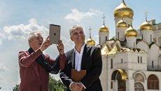 Британский актер сэр Иэн МакКеллен и директор Британского Совета в России Майкл Бёрд