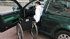 Участник автопробега людей с ограниченными физическими возможностями. Архивное фото