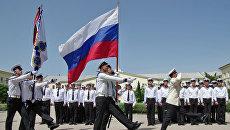 Церемония выпуска офицеров для ВМФ России в Черноморском высшем военно-морском училище имени адмирала П. С. Нахимова в Севастополе