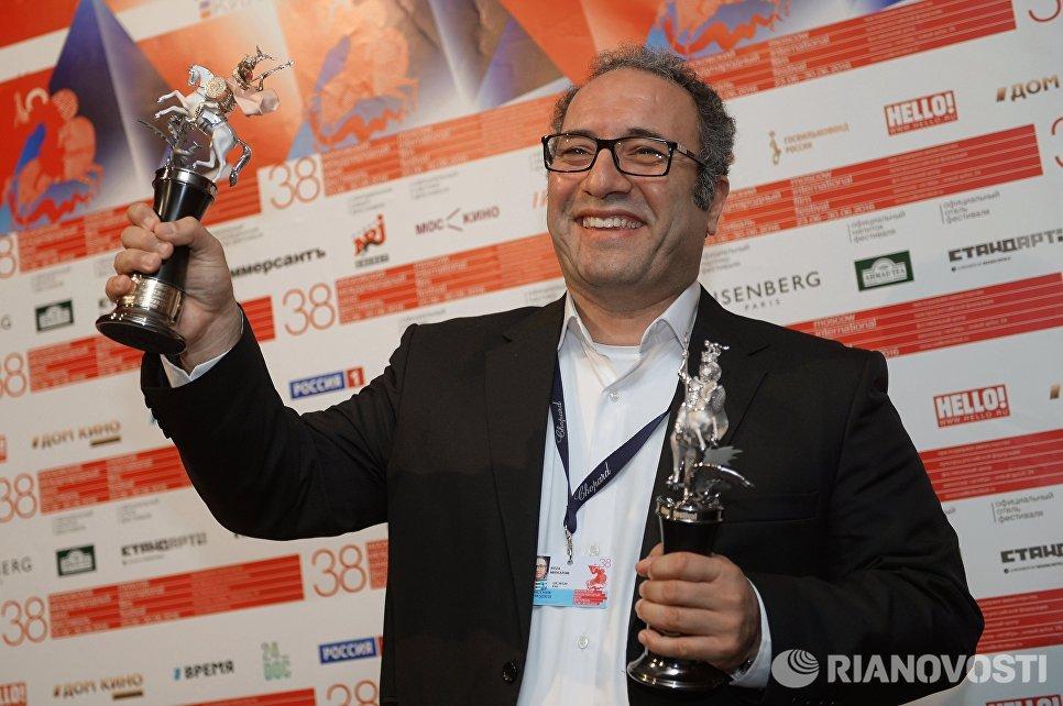 Иранский режиссер Реза Миркарими, завоевавший главный приз Золотой Георгий за фильм Дочь на церемонии закрытия 38-го Московского международного кинофестиваля
