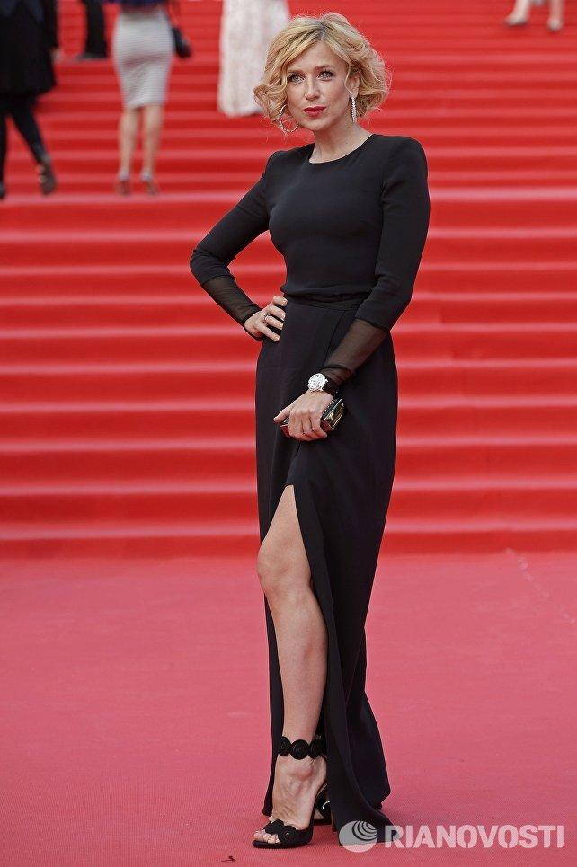 Актриса Ирина Гринева перед началом церемонии закрытия 38-го Московского международного кинофестиваля