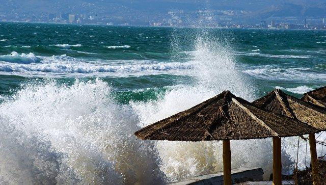 Шторм на Черном море у поселка Приморский под Феодосией