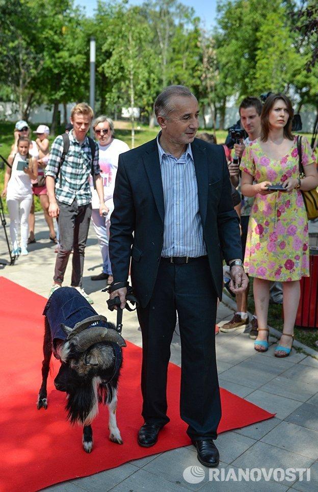 Директор Приморского сафари-парка Дмитрий Мезенцев на открытие Аллеи Славы на Городской ферме