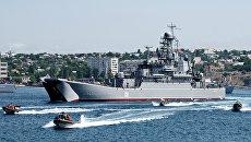 Большой десантный корабль Азов во время празднования Дня ВМФ России в Севастополе