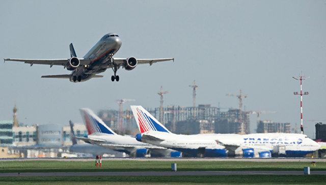Самолет Airbus A320 авиакомпании Аэрофлот совершает взлет в международном аэропорту Шереметьево. Архивное фото