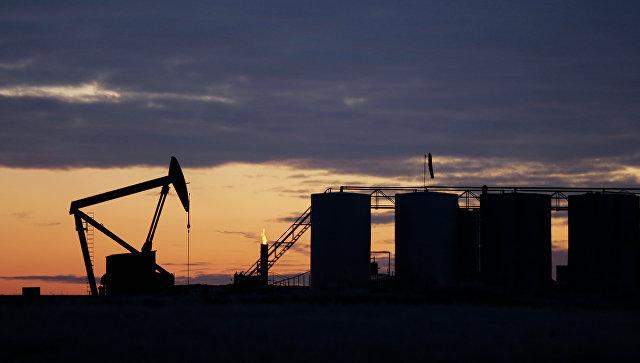 Нефть слабо дорожает на оценке данных о буровых установках в США