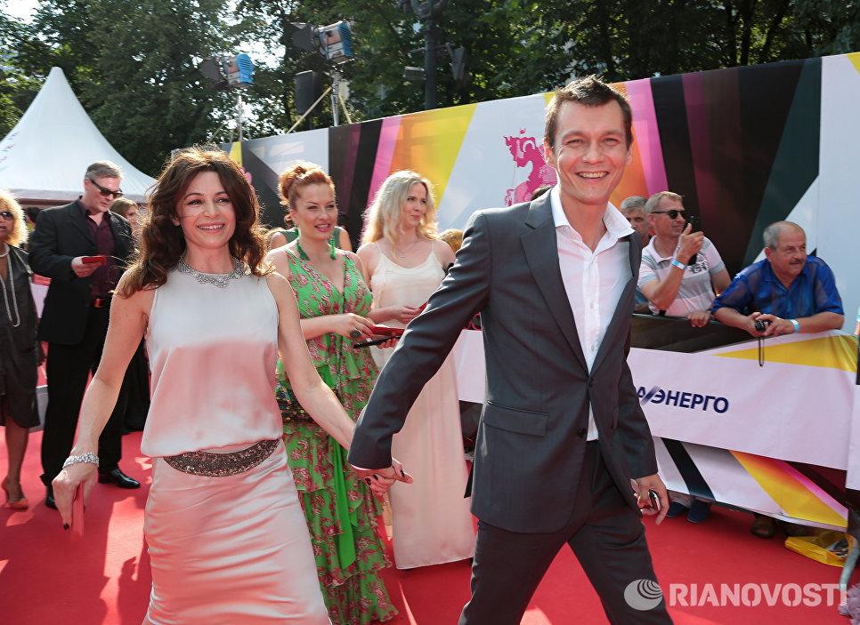 Видео русские семейные пары расслабляються смотреть онлайн в hd 720 качестве  фотоография