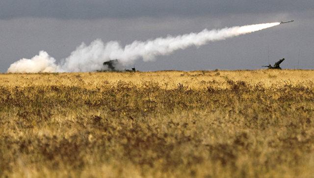 Зенитно-ракетный комплекс Стрела-10 на военных учениях. Архивное фото