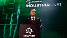 Министр промышленности и торговли РФ Денис Мантуров на выставке Иннопром-2016