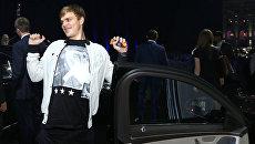 Футболист Александр Кокорин во время представления нового седана Mercedes-Benz S-класса. Архивное фото