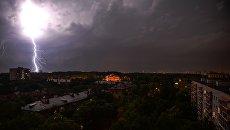 Ливень и штормовой ветер в Москве. Архивное фото