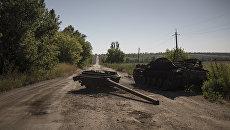 Сгоревшая военная техника в поселке Коминтерново Донецкой области