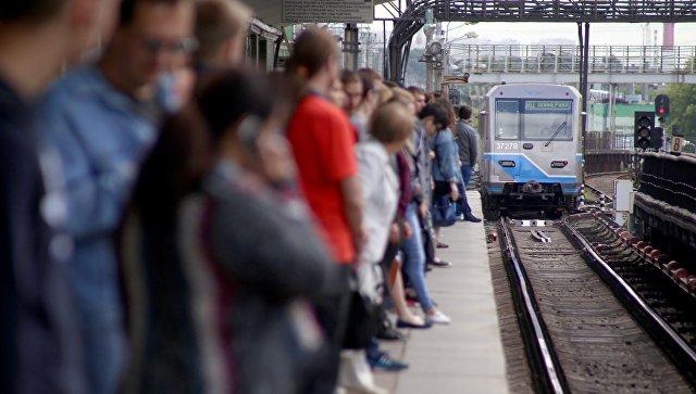 Пассажиры на платформе станции метро Выхино. Архивное фото