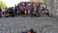Участники минуты молчания по жертвам теракта в Ницце в городе Авиньоне. Архивное фото