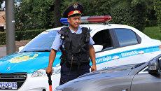 Возле отделения полиции в Алма-Ате. Архивное фото