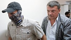 Начальник управления собственной безопасности СК РФ Михаил Максименко (справа)