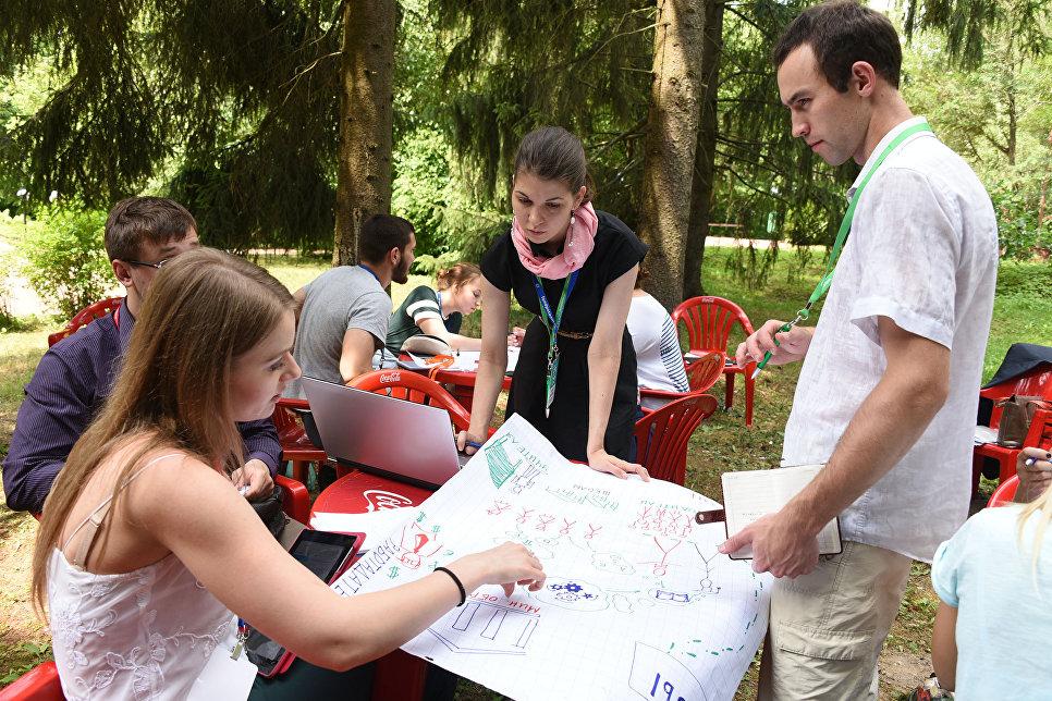 Около 60 социально значимых проектов боролись за получение гранта, около 30 волонтерских проектов были представлены участникам Школы