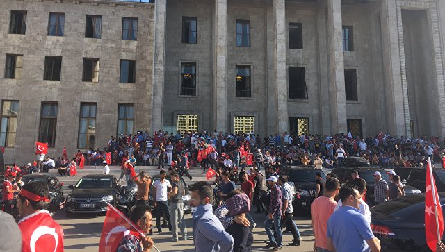 Турецкая милиция проводит обыски изадержания в 3-х судах Стамбула
