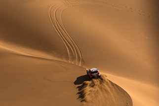 Один из этапов ралли Шелковый путь проходящий по пустыне Гоби