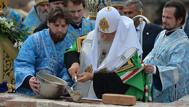 Патриарх Московский и всея Руси Кирилл на церемонии закладки восстанавливаемого храма на месте обретения Казанской иконы Божией Матери