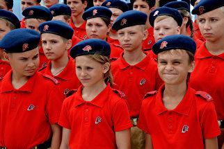 Участники молодежного военно-патриотического движения Юнармия на торжественной церемонии принятия присяги во Всероссийском детском центре Океан