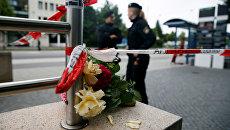 Цветы у места трагедии в Мюнхене, 23 июля 2016