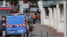 На месте захвата заложников в церкви в городке Сент-Этьен-дю-Рувре, Франция. 26 июля 2016