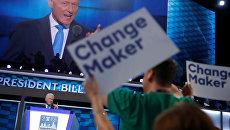 Билл Клинтон обращается к делегатам во время общенационального съезда Демократической партии в Филадельфии. 26 июля 2016