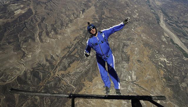 Экстремал прыгнул с высоты 7,6 километров без парашюта
