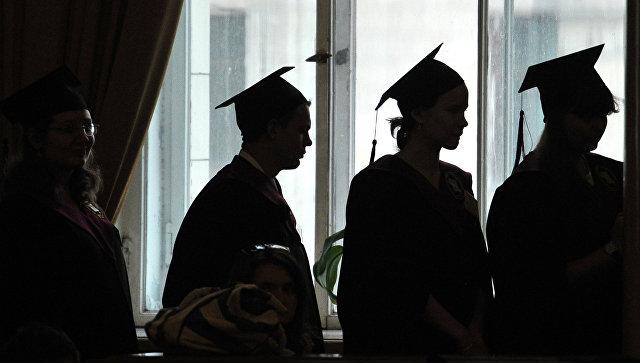 Выпускники университета. Архивное фото