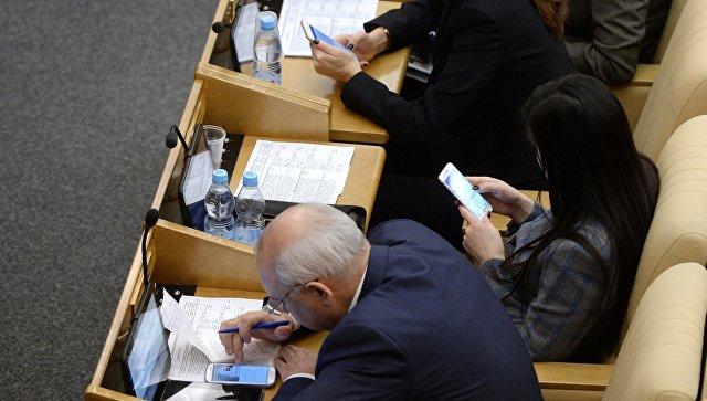 Депутатам запретили приносить телефоны на заседание с участием главы ФСБ