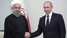 Президент России Владимир Путин и президент Исламской Республики Иран Хасан Рухани во время встречи в Центре Гейдара Алиева в Баку. 8 августа 2016