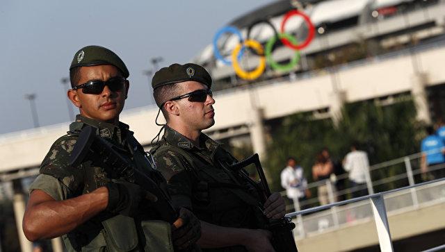 Милиция Рио-де-Жанейро попросила извиниться американских пловцов заисторию обограблении