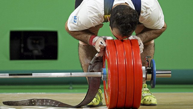 Иранский штангист Моради— олимпийский чемпион вкатегории до94кг