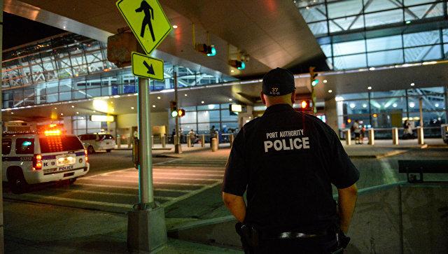 Ваэропорту Лос-Анджелеса после сообщений острельбе задержали «Зорро»