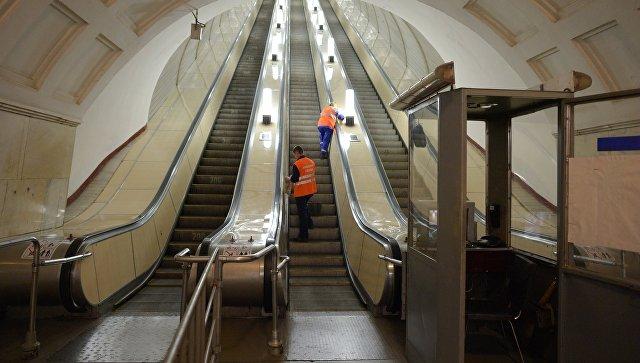 Уборка на станции московского метрополитена. Архивное фото