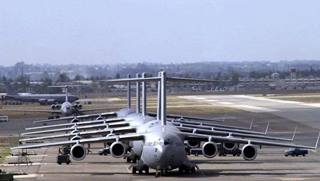 Военно-транспортные самолеты С-17. Архивное фото