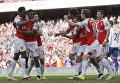 """Игроки лондонского """"Арсенала"""" во время матча английской Премьер-лиги"""