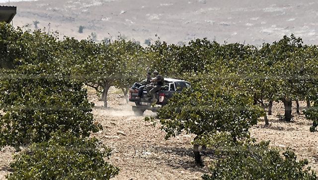 Сирийские бойцы оппозиции на границе Турции и Сирии. Архивное фото