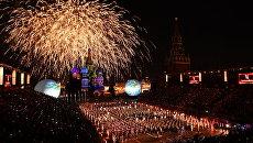 Салют на церемонии открытия Международного военно-музыкального фестиваля Спасская башня - 2016. Архив