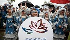 Участники карнавального шествия представителей субъектов Дальневосточного федерального округа во Владивостоке