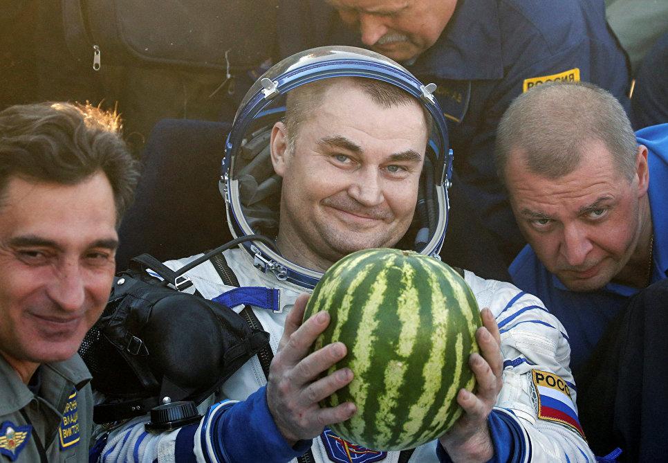 Капсула Союз ТМА-20М с экипажем МКС приземлилась в Казахстане